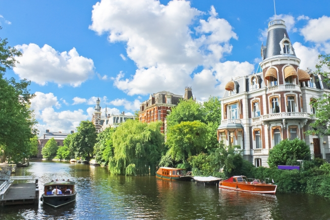 shutterstock_114805048 Beautiful mansion on a canal in Amsterdam. Netherlands
